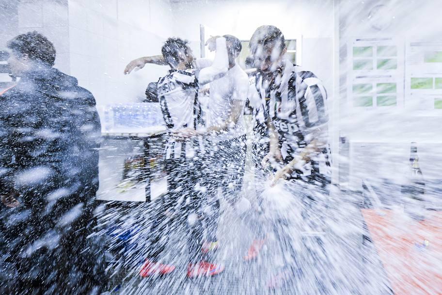 """""""Ювентус"""": обливание шампанским и массовые гуляния фанатов (Фото) - изображение 14"""