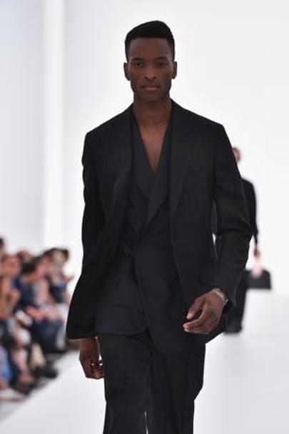 Abito nero camicia nera uomo