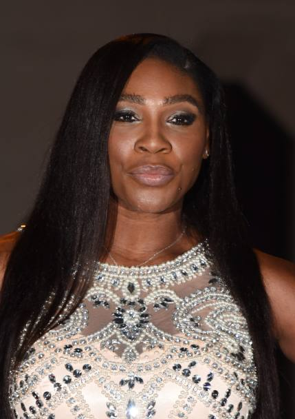 Passerella per Serena Williams, fasciata in un abito da sera rosa (Getty Images)