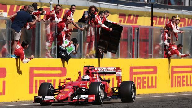 L'arrivo trionfale di Vettel in Ungheria. Afp