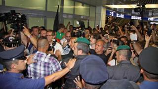 Salah, che entusiasmo all'aeroporto!