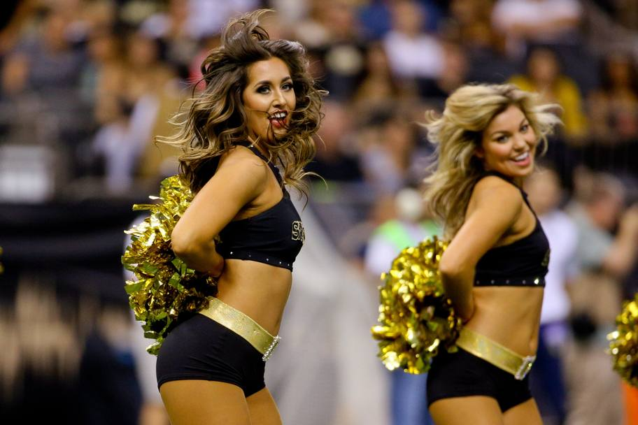 Balletto durante l'intervallo della partita tra i New Orleans Saints e i Houston Texans. New Orleans, LA, USA. (Reuters)
