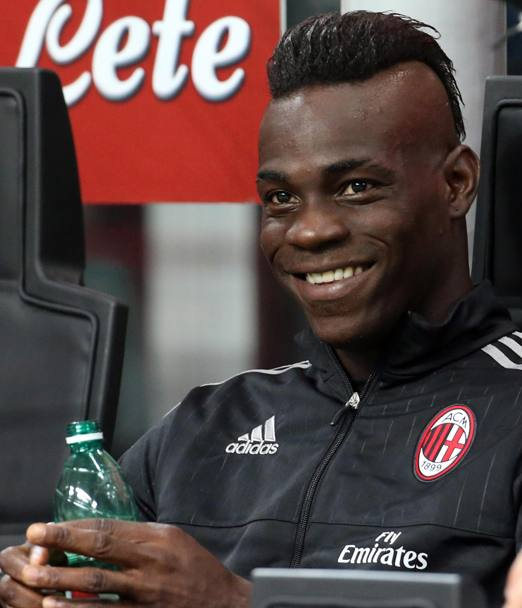 Resta in panchina in avvio Mario Balotelli.