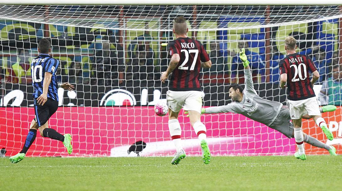 La conclusione di Guarin � imprendibile per David Lopez: Inter-Milan 1-0.