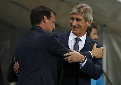 Il saluto tra i due tecnici, Massimiliano Allegri e Manuel Pellegrini. Reuters