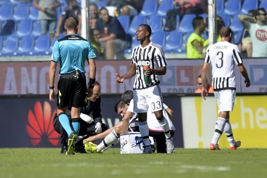 Dopo 20 minuti di gioco, Alvaro Morata si ferma per un problema muscolare. LaPresse