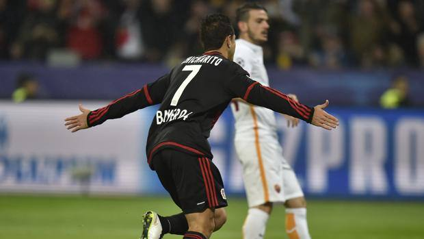 Due gol per il Chicharito Hernandez in Bayer-Roma 4-4. Ap
