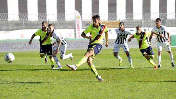Il calcio di rigore realizzato da Ante Budimir, 24 anni. LaPresse