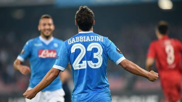 Napoli a valanga sul Verona, vincono anche Toro e Samp