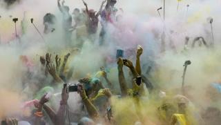 Delirio alla Color Run di Caracas