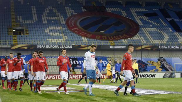 L'ingresso in campo delle squadre nello stadio