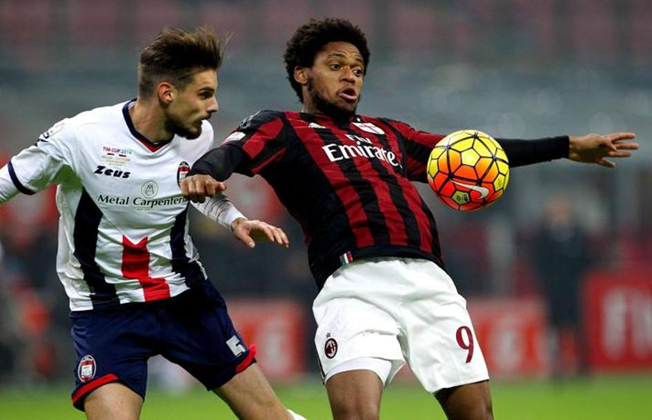Michele Cremonesi e Luiz Adriano. Getty Images