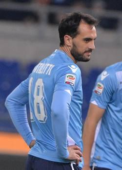 Tutto lo sconforto di Santiago Gentiletti dopo l'autogol dell'1-0. Ansa