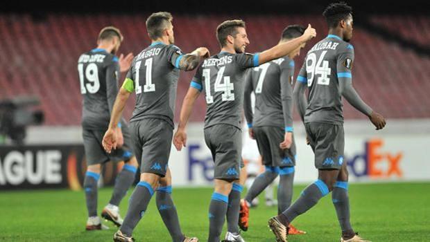 L'esultanza di Mertens dopo il gol del 4-1. Ansa