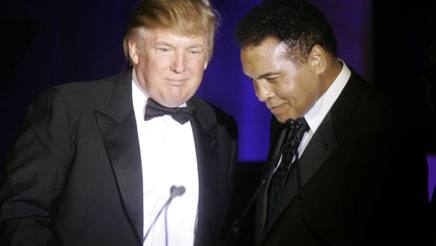 Muhammad Ali e un Donald Trump decisamente pi� in carne ad una Fight Night a Phoenix nel 2007. Ap