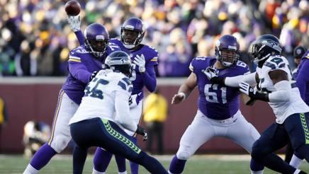 Il QB dei Minnesota Vikings Teddy Bridgewater tenta un passaggio. Reuters