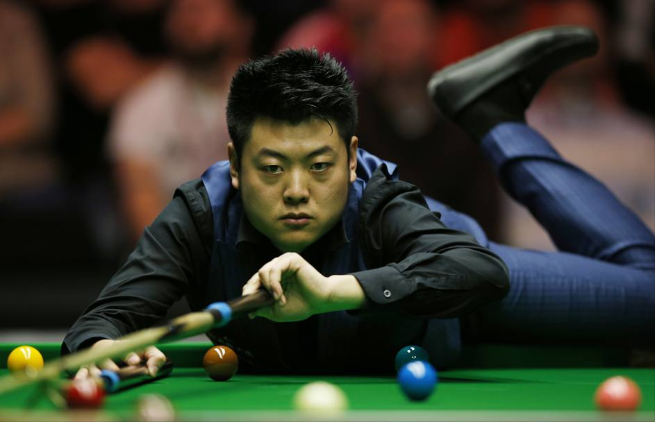 Virtuosismi tavolo verde: il cinese Liang Webo agli Snooker Dafabet Masters (Action)