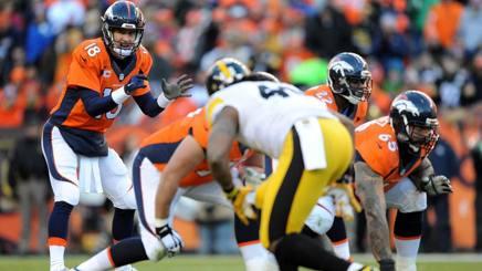 Peyton Manning in azione contro i gli Steelers. Afp
