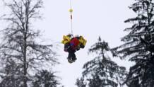 Giuliano Razzoli viene portato via in elicottero. Reuters