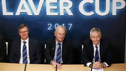 Il presidente del tennis australiano, Steve Healu, Rod Laver e il direttore degli Australian Open, Craig Tiley