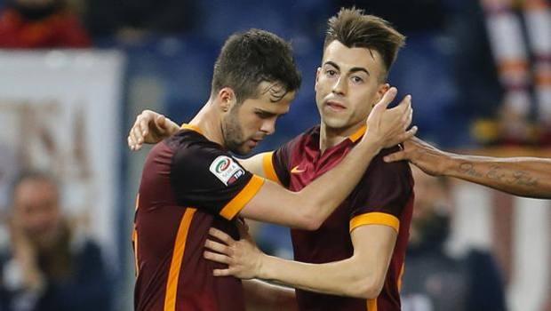 L'abbraccio tra El Shaarawy e Pjanic, autori di secondo e terzo gol. Reuters