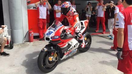 Stoner entra in pista a Sepang con la GP15: � il suo ritorno in Ducati