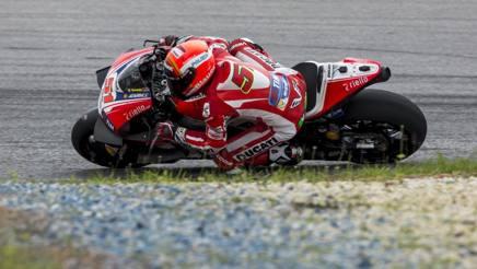 Michele Pirro con la Ducati a Sepang