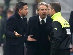 Roberto Mancini protesta dopo il rosso del derby. Ansa