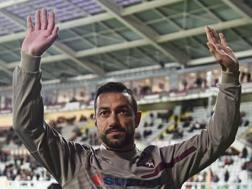 Fabio Quagliarella chiede scusa ai tifosi del Torino sotto la curva prima della partita del campionato di Serie A contro il Frosinone  ANSA