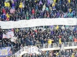 Lo striscione dei tifosi della Fiorentina contro i Della Valle, foto ViolaNews
