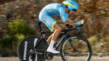 Fabio Aru, 25 anni, in azione nella cronometro di apertura della Vuelta Valenciana. Bettini