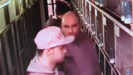 L'immagine della telecamera di sorveglianza del negozio di animali con Pieter e Niels Van den Driessche pubblicata da hln