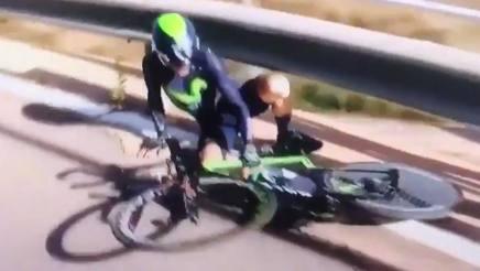 Ion Izaguirre, 26 anni, a terra sul tracciato della crono della Volta Valenciana
