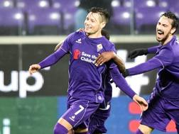 L'esultanza di Mauro Zarate dopo il suo primo gol con la Fiorentina. LaPresse