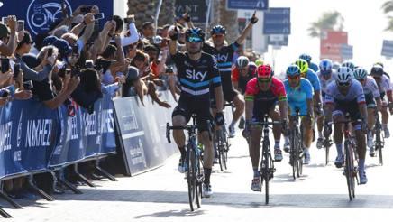 Elia Viviani vince la seconda tappa del Dubai Tour davanti a Modolo e Nizzolo. Bettini