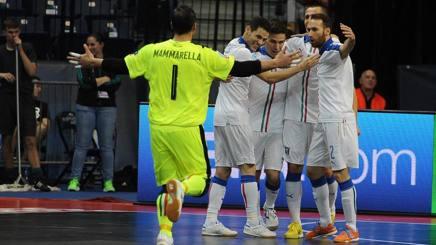 L'Italia festeggia il gol dell'1-0 di Fortino, Foto Divisione Calcio a 5