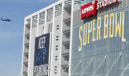 L'esterno dello stadio di Santa Clara, dove stanotte si giocher� il Super Bowl. Reuters