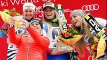 Selfie sotto il podio di Garmisch: da sinistra Viktoria Rebensburgo, Lara Gut, 24 anni e Lindsey Vonn. Ap