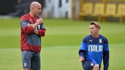 Gigi Di Biagio, c.t. dell'Under 21 azzurra, e Federico Bernardeschi, attaccante della Fiorentina. Epa
