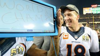 Peyton Manning dopo il trionfo. Afp
