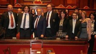 Il presidente del Senato Pietro Grasso, al centro , accanto a Mauro Bergamasco a Palazzo Madama