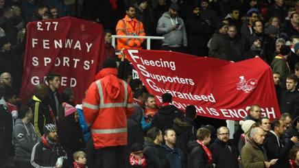 I tifosi del Liverpool, nella loro protesta contro il Club. Getty