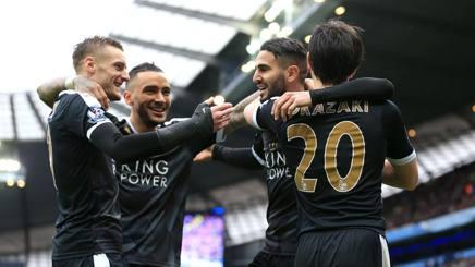 I giocatori del Leicester in festa dopo un gol. LaPresse