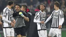 I giocatori della Juventus festeggiano il successo sul Napoli. Getty Images