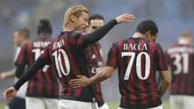 Keisuke Honda fa festa con Carlos Bacca. Ap