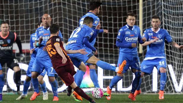 Il destro di Pjanic che vale il 2-1 della Roma a Empoli. Getty Images