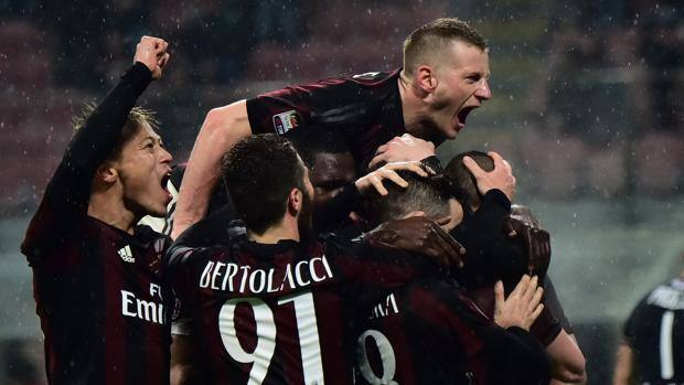 L'esultanza del Milan dopo l'1-0. Afp