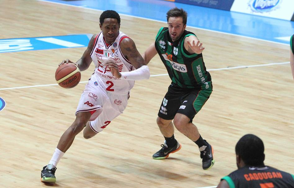 20 febbraio 2016: a pochi giorni dall'ottantesimo compleanno della società Milano conquista un ennesimo trofeo sconfiggendo Sidigas Avellino nella partita finale delle Final Eight di Coppa Italia: MarShon Brooks (Ciamillo)
