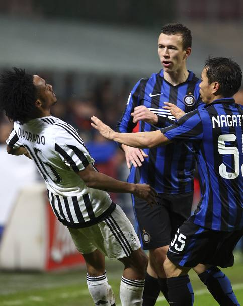 Perisic e Cuadrado litigano al 90'. Getty