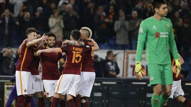 L'esultanza dei giocatori della Roma dopo il 4-1 di Salah. Ap